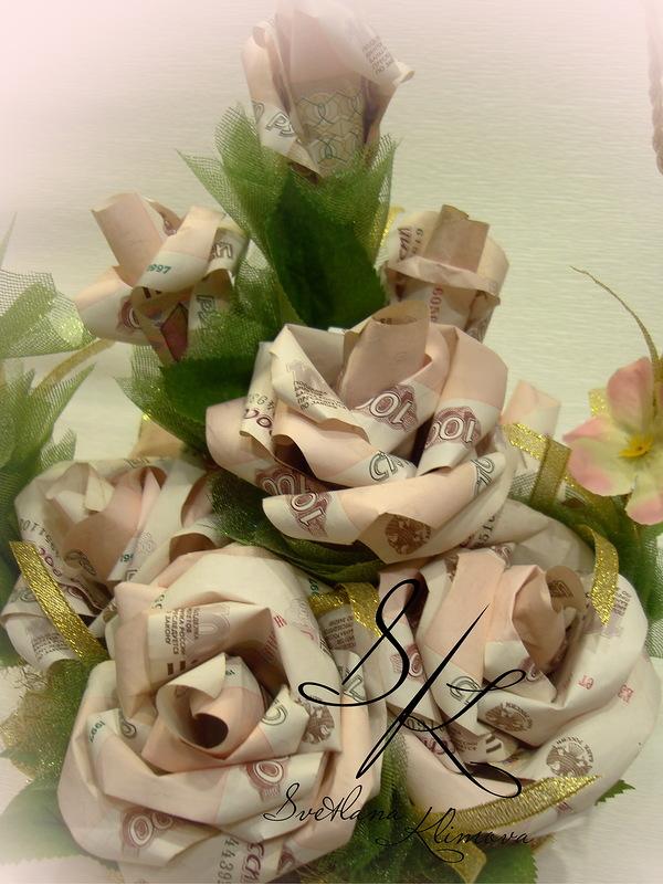 Цветок из денег на подарок 33