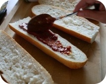 Мажем кетчупом