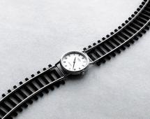 Часы на железной дороге