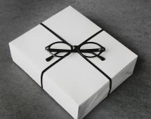 Подарок - очки, иллюзия