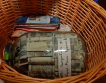 Деньги в банке и в корзинке