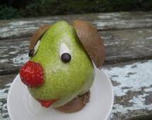Щенок, сделанный из фруктов