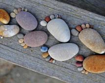 Отпечатки ног в камне
