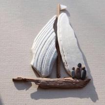 Фото лодка из камней