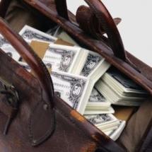 Подарок - чемодан с деньгами