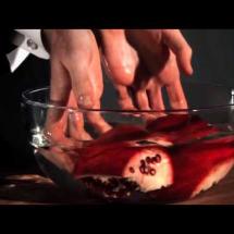 видео как почистить гранат